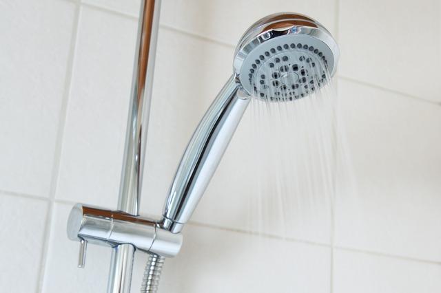 come pulire il soffione della doccia dal calcare